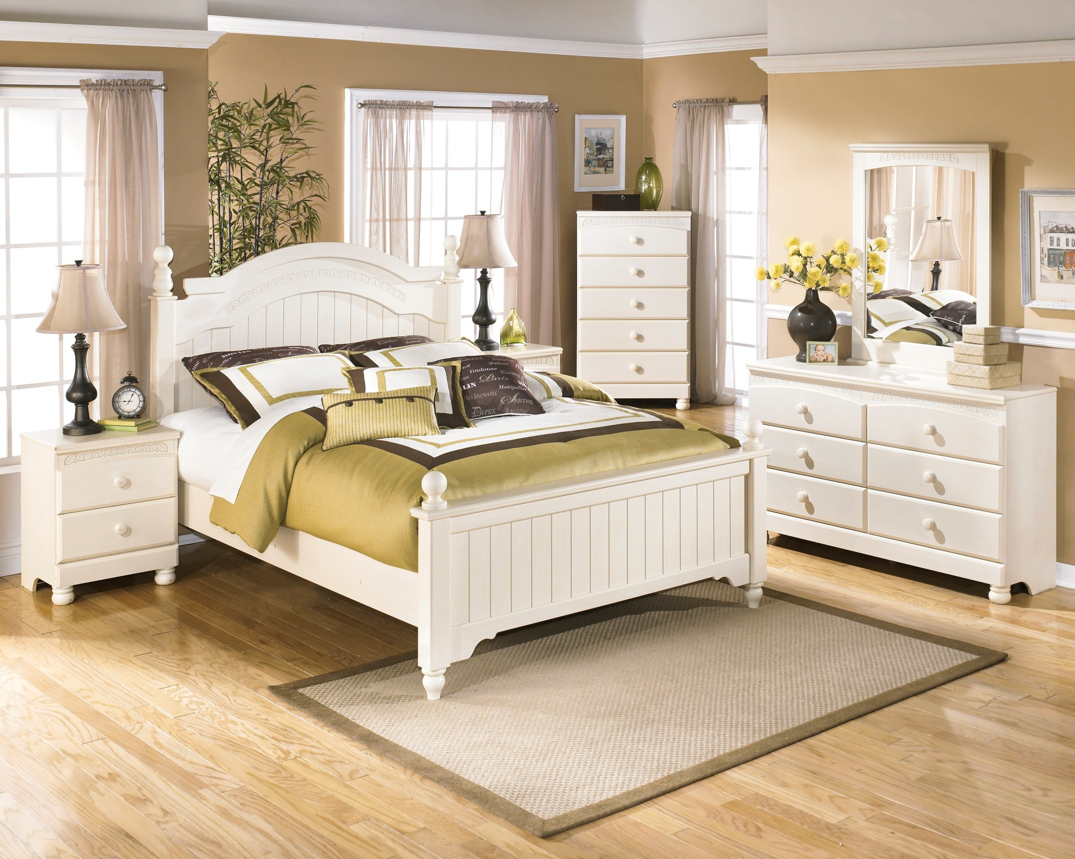 Ashley Cottage Retreat 5pc Full Poster Bedroom Group
