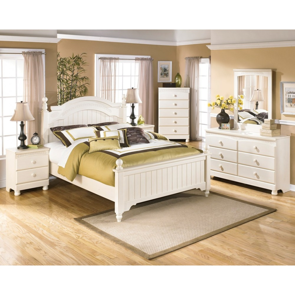 Ashley Cottage Retreat 5pc Queen Poster Bedroom Group