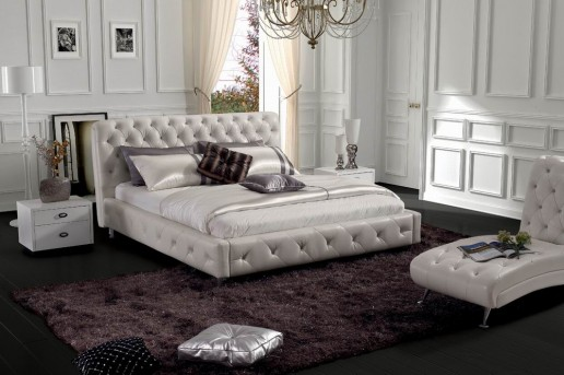 VIG Glossy White Leatherette Bed